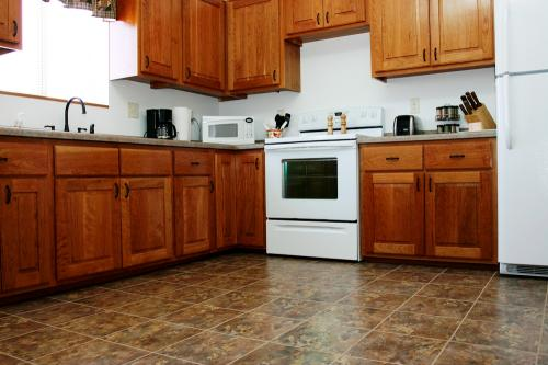 Photo of full kitchen at Diane's House at Nature's Edge in Rice Lake, WI.